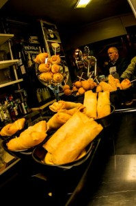 En el Erkiaga, en Vitoria, hay tantos pintxos como premios gastronómicos. Aquí la creatividad manda