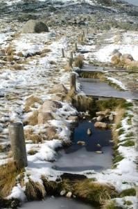 El camino está perfectamente señalizado, aunque el hielo y la nieve dificultan el seguirlo al cien por cien...