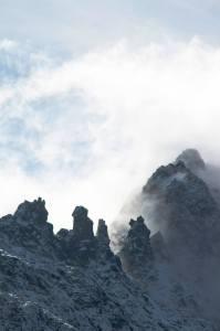 Conforme avanzamos, las nubes se entremezclan con los picos más altos de la sierra de Gredos
