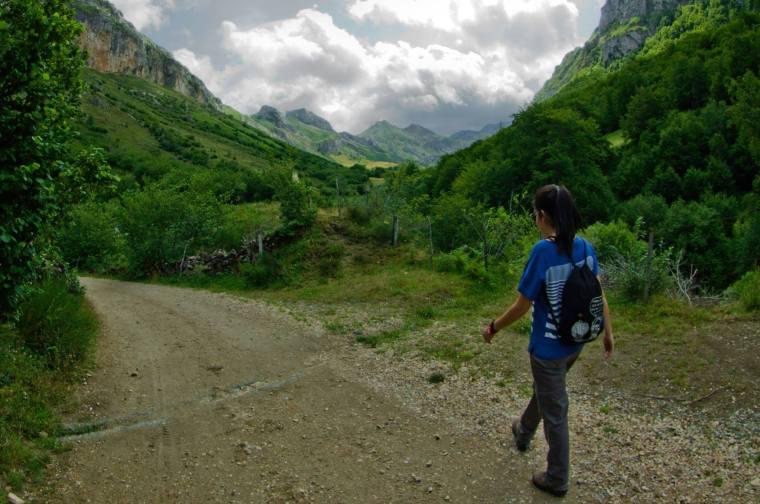 La ruta parte del pueblo del Valle, es lineal y recorre 12 kilómetros ida y vuelta