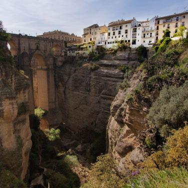 Vista del Puente Nuevo de Ronda desde los Jardines de Cuenca (Ronda y Cuenca son ciudades hermanadas)