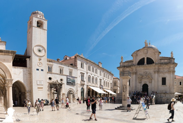 La Plaza Luza, al final del Stradum, con la Iglesia de San Blas, la Columna de Olrando, la Torre del Reloj y el Palacio Sponza