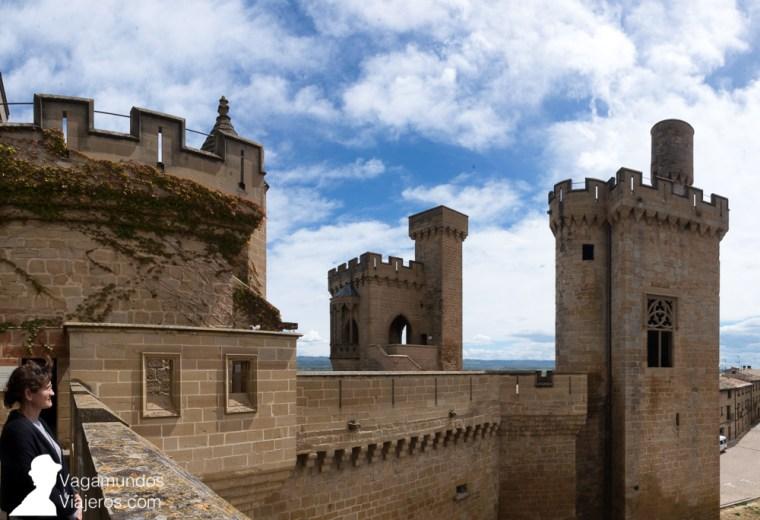 Torre del Aljibe, desde la que se distribuía el agua, y Torre del Vigía o de la Joyosa Guardia