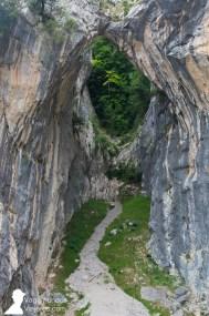 Durante la ruta pueden observarse formaciones rocosas muy llamativas