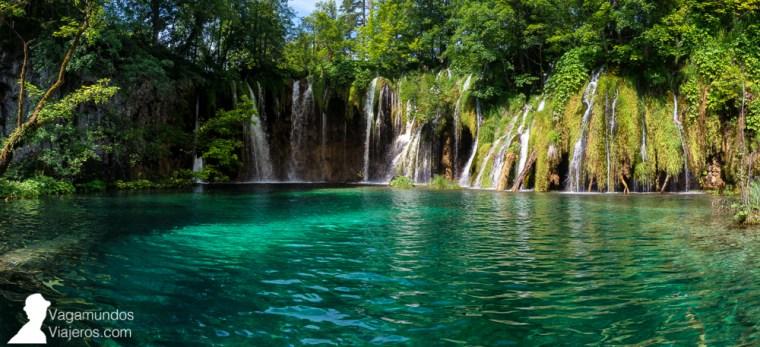 Desde la entrada 2 se accede a los lagos superiores de Plitvice y hay distintos recorridos posibles para verlos