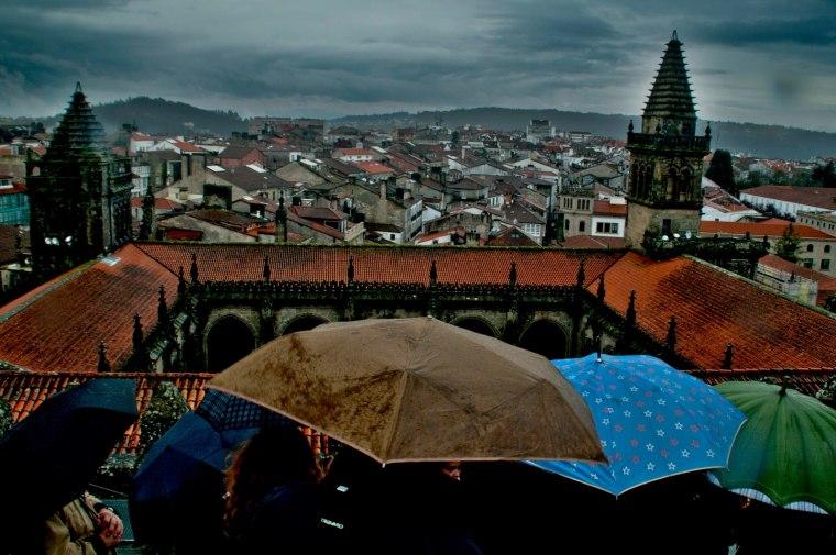 Visita bajo la lluvia por los tejados de la Catedral de Santiago de Compostela, Galicia