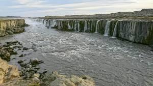 La cascada Selfoss a la que se llega en una corta ruta a pie desde Dettifoss, Islandia