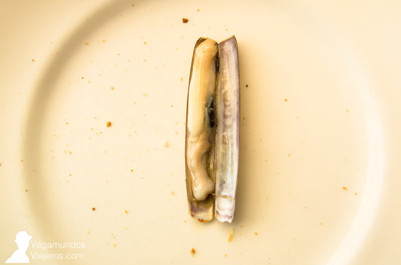 Comiendo Navajas En Terraza De Chicolino En A Pobra Do