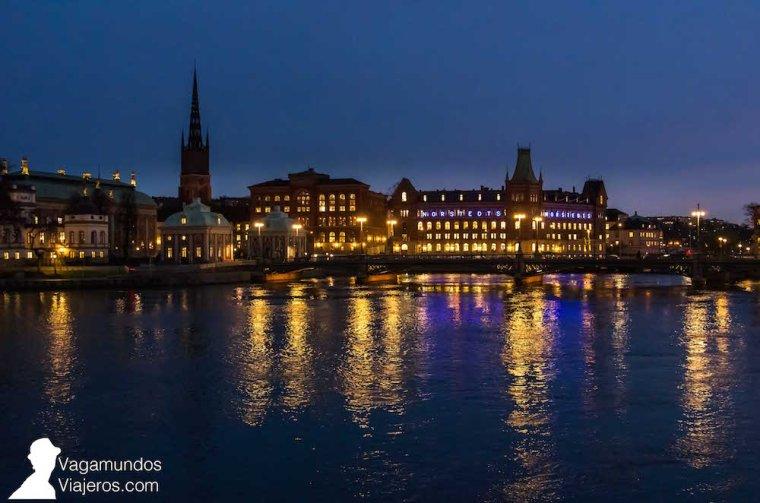 Vista nocturna de Estocolmo