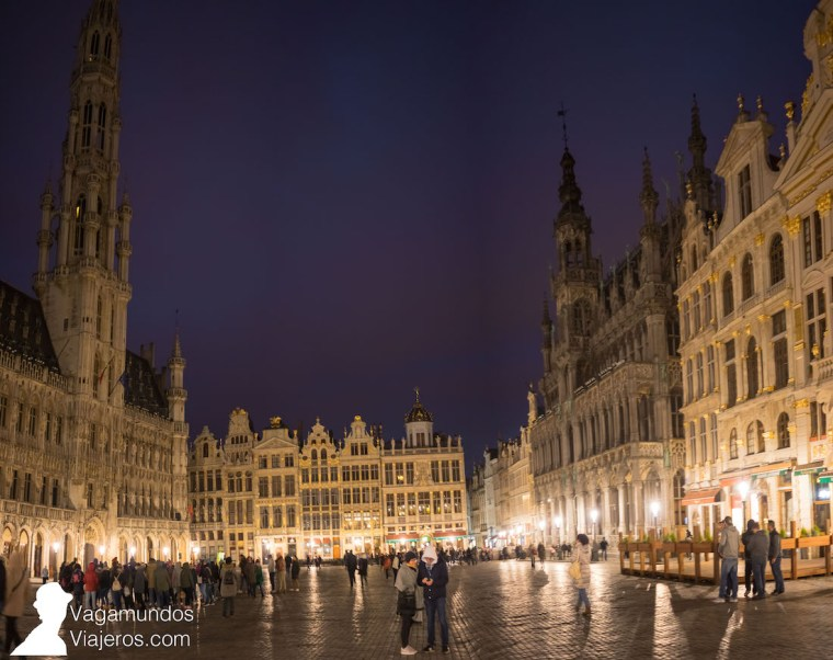 La Grand Place de Bruselas, de noche