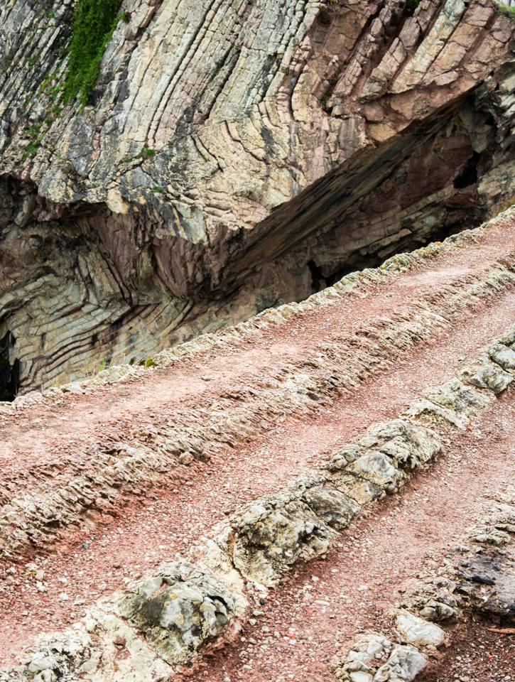 Detalle de los flysch en el camino de la ermita de San Telmo a la punta Algorri, Zumaia