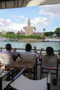 Vistas al Guadalquivir y la Torre del Oro desde el Embarcadero en Sevilla