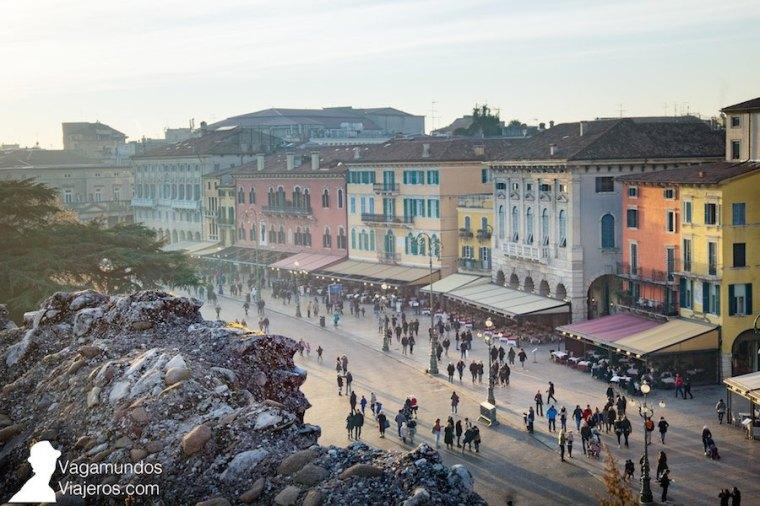 La plaza Bra vista desde la Arena de Verona