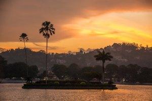 Atardecer en el lago de Kandy