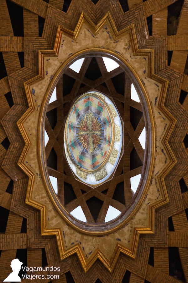Interior de la cúpula de la Iglesia de la Universidad Laboral de Gijón