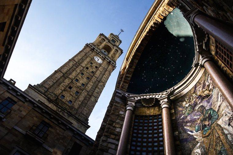 La Iglesia y la Torre, parte del conjunto de la Universidad Laboral de Gijón