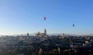 Globos sobrevolando la ciudad de Segovia