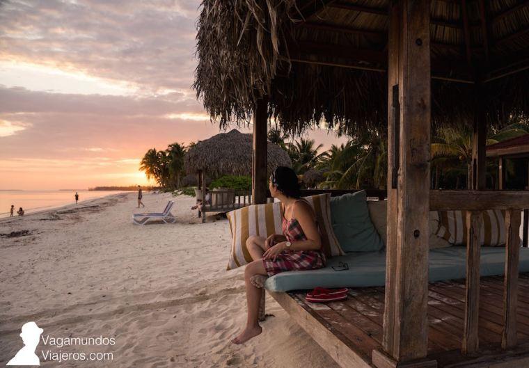 Hamacas del hotel Cayo Levisa en la playa, Cuba