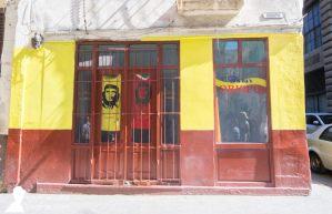 Tienda en la calle Obispo, La Habana