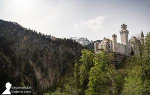 Fachada principal del castilo Neuschwanstein, en obras