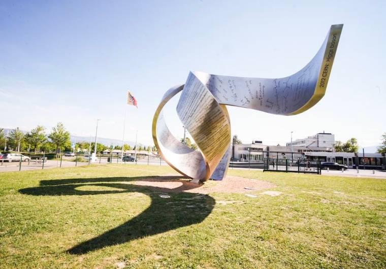Escultura Wandering the immeasurable que rinde homenaje a los grandes descubrimientos científicos, en el CERN