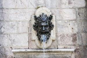 Fuente en el barrio histórico de Ginebra