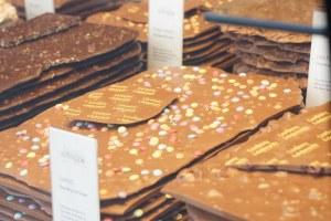 Escaparates con chocolate suizo en Ginebra