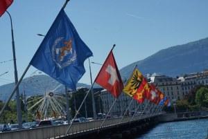 Puente sobre el lago Leman en Ginebra