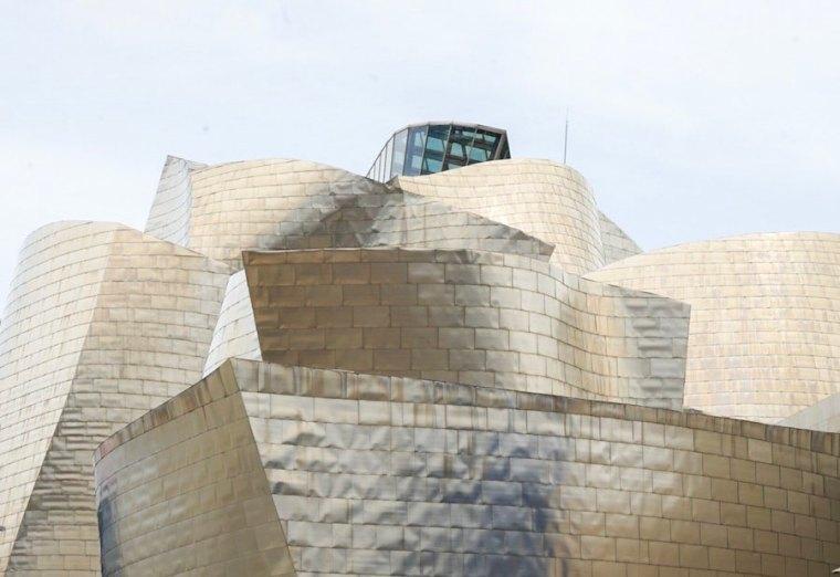 Exterior del edificio Guggenheim Bilbao, con forma de buque
