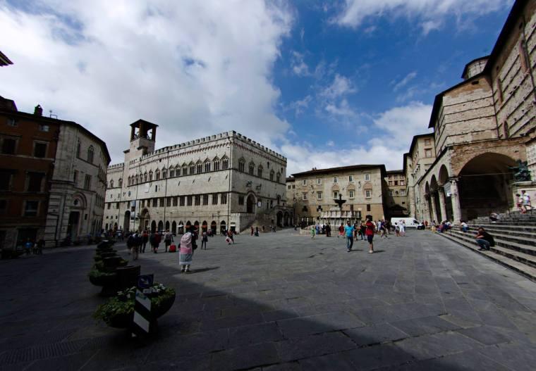 Plazas y calles de Peruggia, Italia