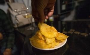 Tapa de patatas en el bar Flechazo, León