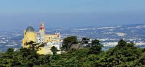 Panorámica del Palacio da Pena y los extensos jardines que lo rodean