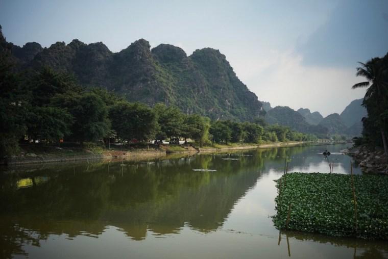 Paisajes de Tam Coc durante el recorrido en barca, Vietnam