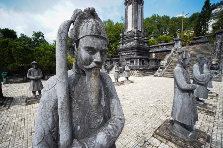 Estatuas en la tumba imperial de Khai Dinh en Hue