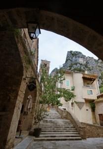 Calles del interior de Moustiers-Sainte-Marie