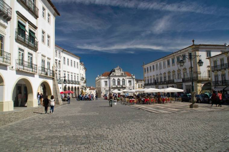 La Plaza Giraldo, epicentro de Évora
