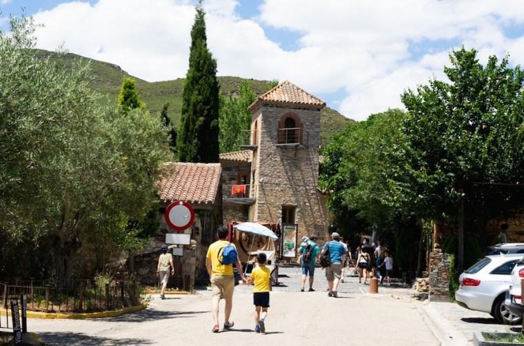 Entrada al pueblo de Patones de Arriba