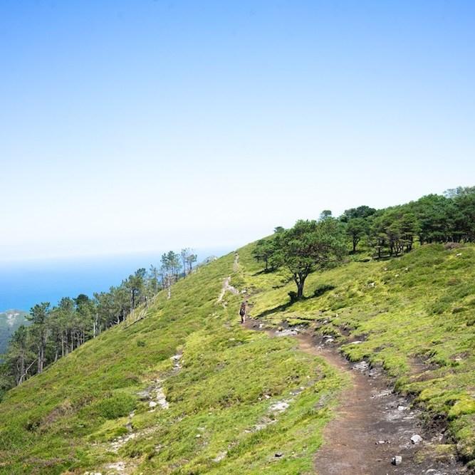 Inicio de la ruta al Pico Pienzu en la sierra del Sueve, Asturias