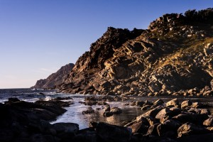 Área de mar tranquilo junto al dique en la isla del Faro