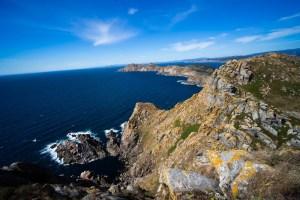 Vistas de los acantilados de la costa occidental de las Cíes desde su faro