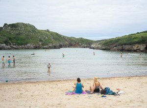 Playa de Poo con marea alta, Asturias