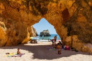Rocas en la playa dos Tres Irmaos (de los 3 hermanos)
