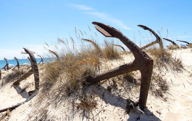 Cementerio de Anclas en la playa do Barril de Tavira