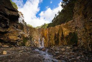 Cascada de colores en la Caldera de Taburiente, La Palma