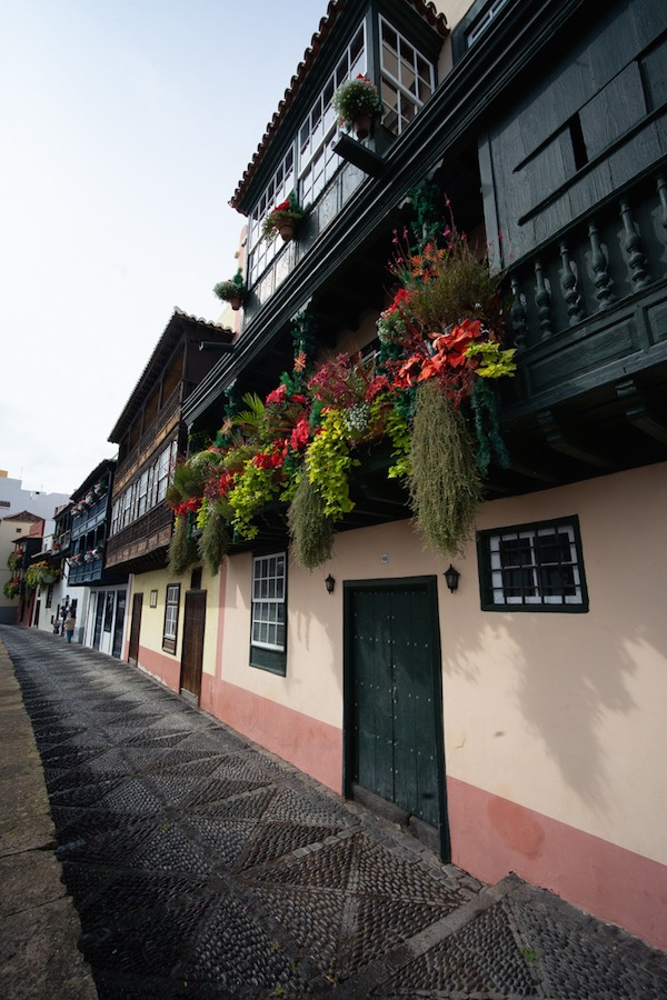 Balcones tradicionales canarios en la Avenida Marítima de Santa Cruz de La Palma