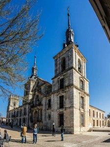 Palacio, Iglesia y acceso a la Plaza del Mercado en Nuevo Baztán, Madrid