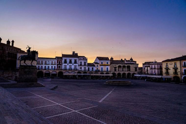 Amanecer en la Plaza Mayor de Trujillo