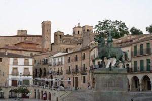 Plaza Mayor de Trujillo con la estatua de Francisco Pizarro