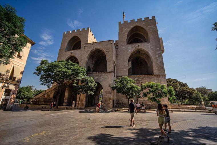 Torres de Serrano, restos de la antigua muralla de Valencia