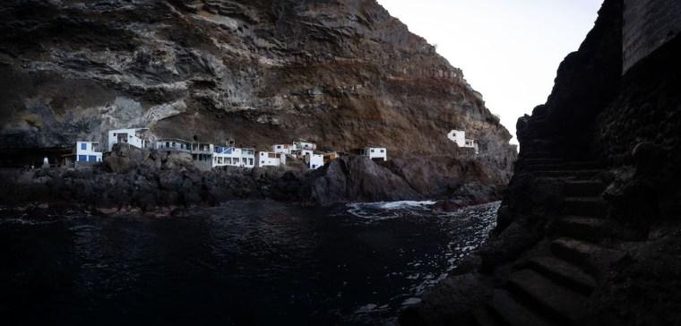 Escaleras al lado contrario de la entrada a Porís de Candelaria, La Palma